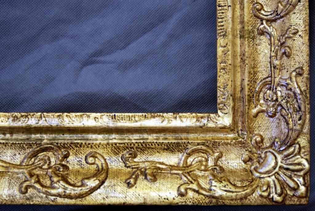 Vergoldeter Zierrahmen, Detail nach der Restaurierung